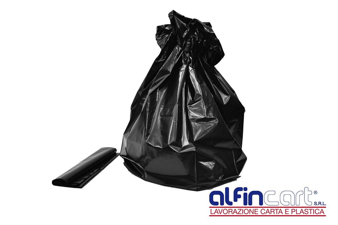 Sacchi neri per rifiuti per uso industriale e per la raccolta differenziata domestica.