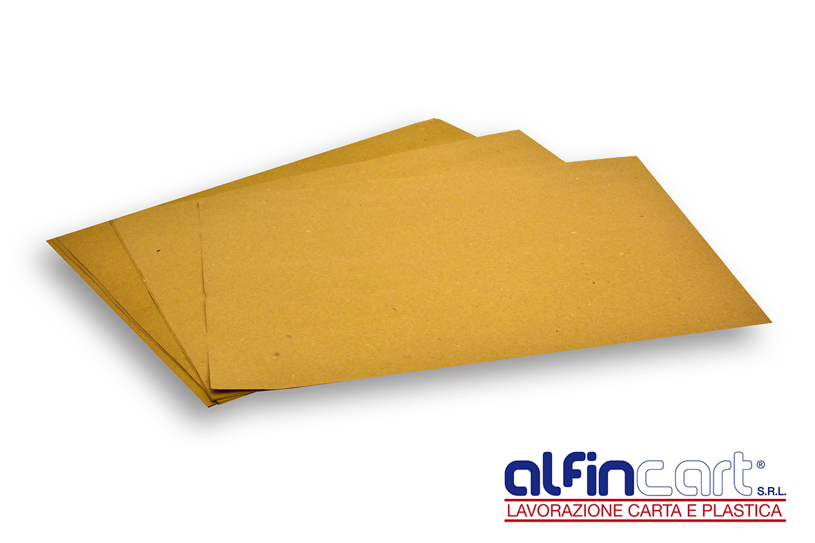 Set rectangulaire de table jetable en papier brun pour professionnels de la restauration.