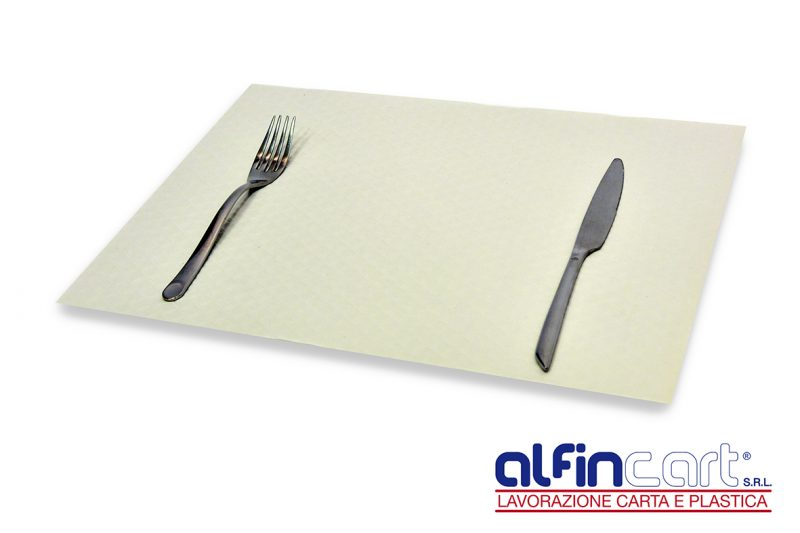 Set rectangulaire de table jetable en papier blanc pour professionnels de la restauration.